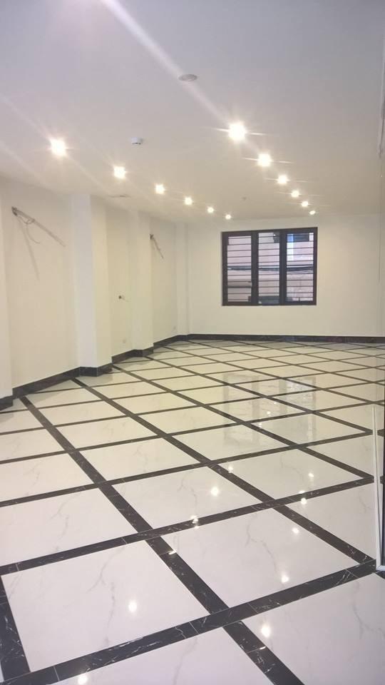 Cho thuê  gấp 200m2 văn phòng phố Trần Thái Tông, Cầu Giấy,mặt tiền 9m giá rẻ