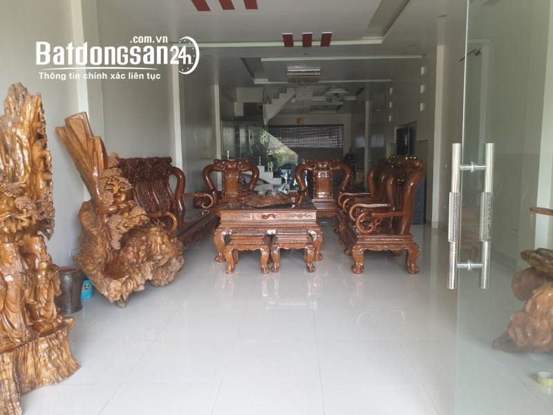 Chính chủ cần bán nhà 3 tầng tại đường Trần Qúy Cáp ( khu trung tâm