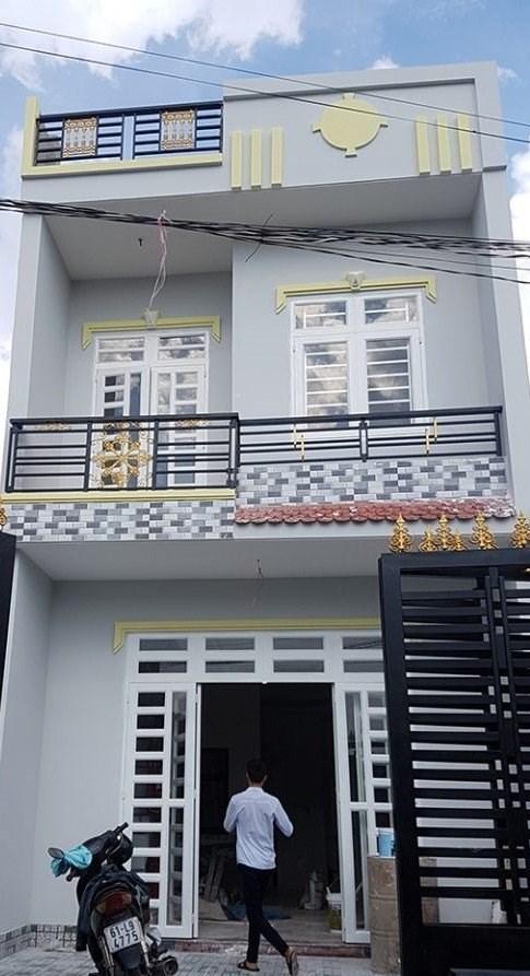 Chính chủ cần bán gấp nhà 1 lầu 1 trệt, vừa mới xây, shr, thổ cư ,giá 700 triệu