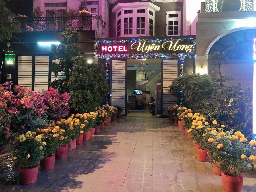 Cho thuê khách sạn 1 trệt 3 lầu 12pn nhà MT 308 Vành Đai Trong BTĐ B Q BTân