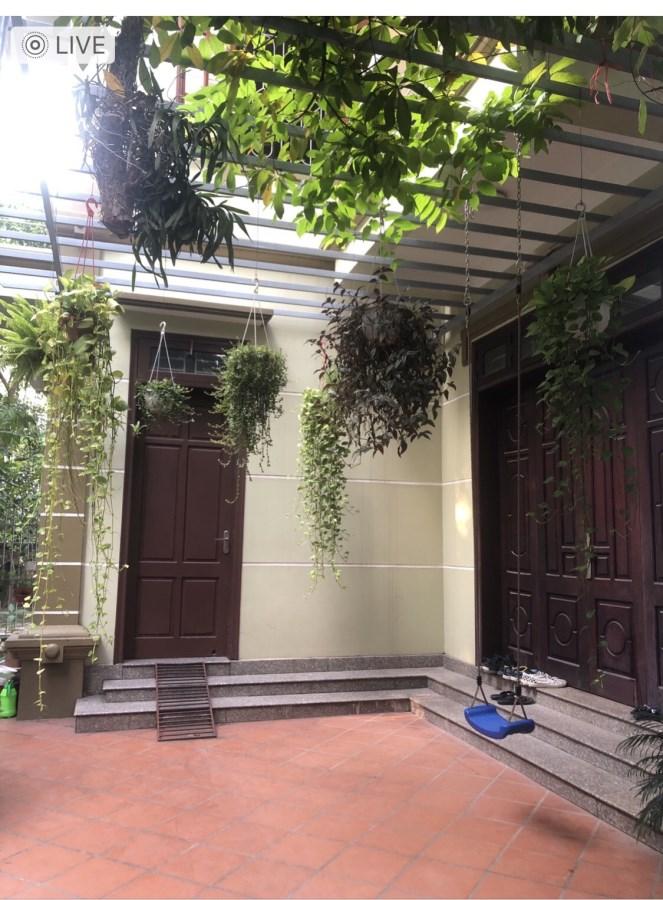 Cho thuê nhà biệt thự trong ngõ 28 Xuân La, Tây Hồ DT: 260m sân vườn rộng