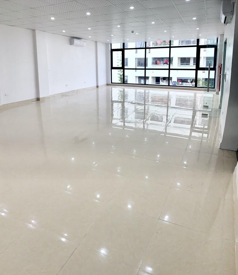 Văn phòng 120m2 tại 140 Nguyễn Xiển-giá rẻ nhất khu vực-Để xe máy oto thoải mái