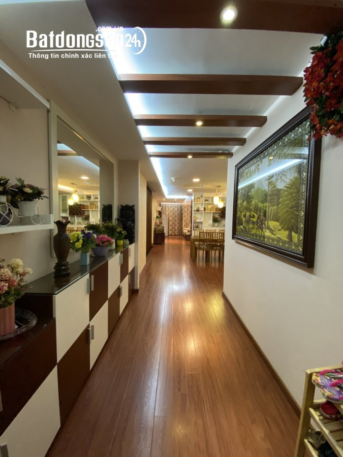 Tôi cần bán căn hộ 146m, 3 ngủ full đồ tòa MD Complex Mỹ Đình. Giá 26 tr/m