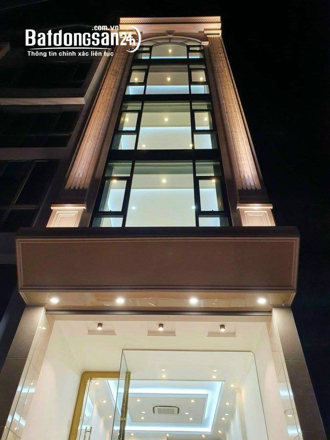 Cho thuê tòa khách sạn 25 phòng mặt hồ Trung Kính-Trần Duy Hưng. GIÁ 130tr/th