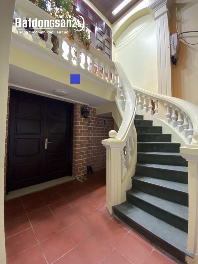 Cho thuê 3 tầng nhà riêng phố Lý Nam Đế, 70m2 mỗi tầng. Oto đỗ cửa