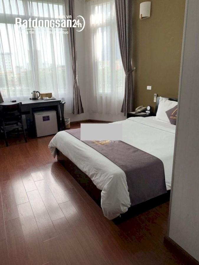 Cho thuê cả tòa nhà 7 tầng 24 phòng. Có bể tắm nóng, phòng cafe view hồ