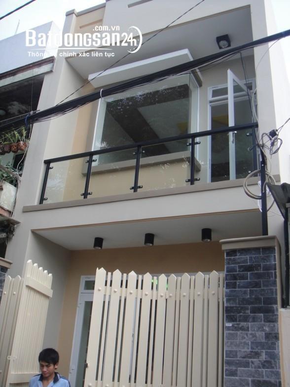 Bán nhà Tân Phú đường Tân Thành, DT 4 X 12M, HXH, gần ngay trung tâm thương mại.