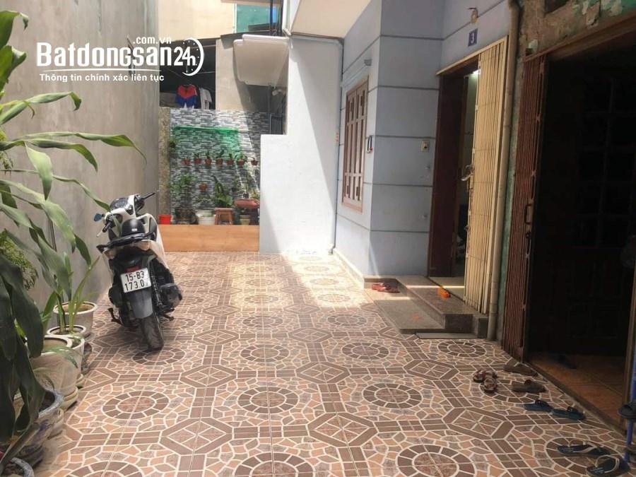 Nhà ngõ 398 Trần Nguyên Hãn Ngõ vào 2m, sân trước nhà rộng 3m xây độc lập