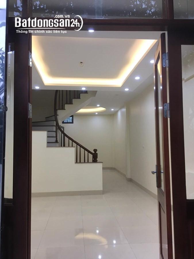 Nhà cho thuê làm văn phòng, showroom, cửa hàng, spa tại ngõ 107 Trần Duy Hưng.