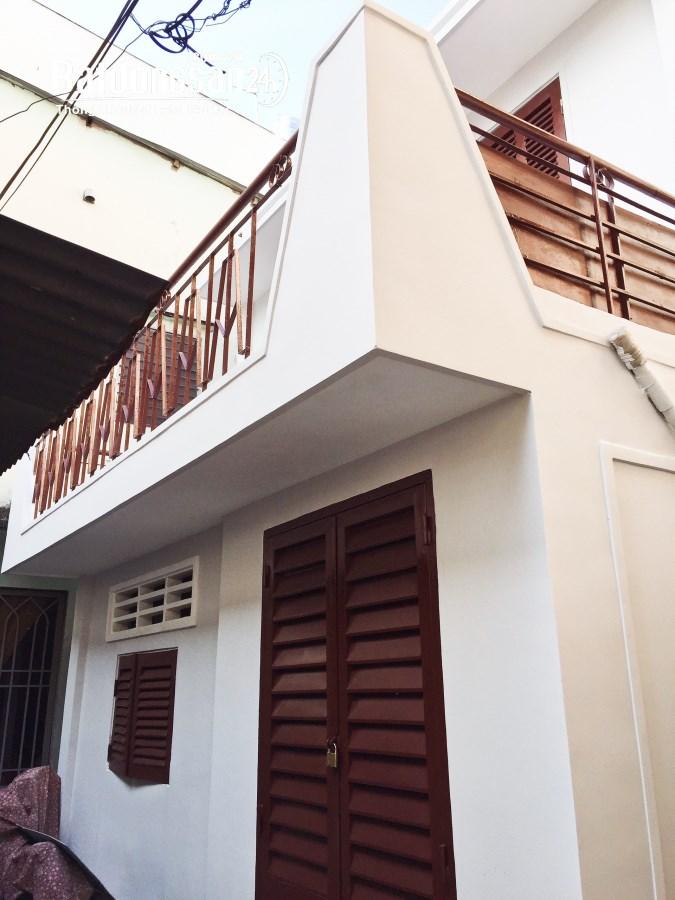 Cho thuê phòng Balcon có nội thất + gác 35m2 64/13 Trường Sa P17 BThạnh giá 7,5t
