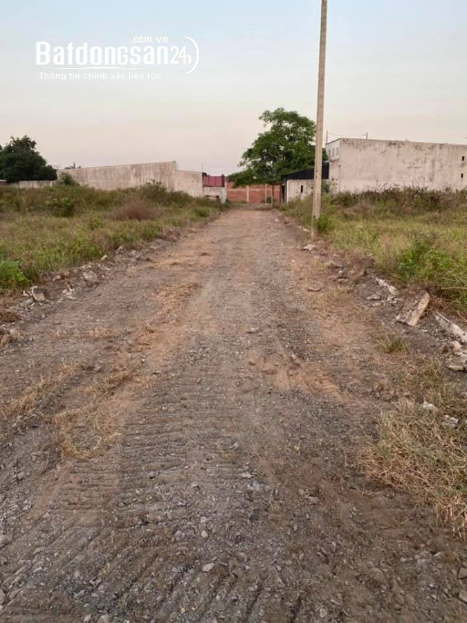 Bán đất giá rẻ gần Đường 825, Xã Đức Hòa Hạ, Huyện Đức Hoà