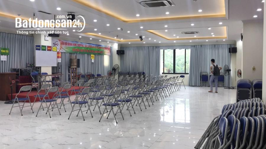 Văn phòng cực phẩm 160m2 tại Duy Tân. Giá thuê cực rẻ. Đã chia sẵn phòng kính