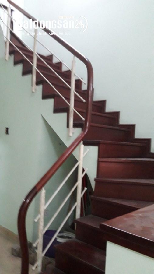 Cho thuê nhà Đường Hoàng Quốc Việt 4 tầng