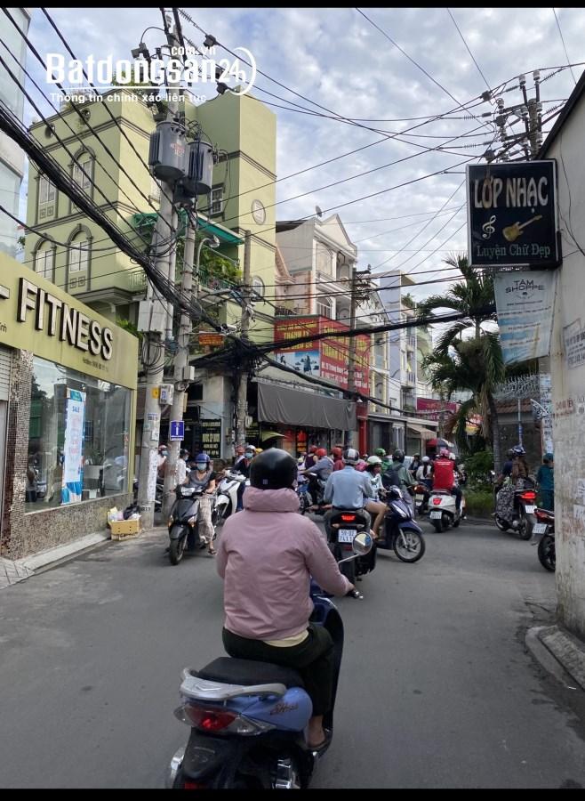 Căn góc 2MT 5 tầng ngay ngã 4 khu K300 Tân Bình