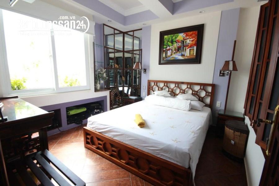 Cho thuê khách sạn 12 phòng mặt tiền đường Trần Quý Cáp 25 tr/tháng.