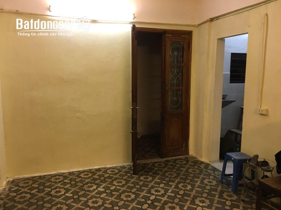 Cho thuê căn hộ tập thể phố Ngọc Khánh, 52m2 1PN. Có thể làm VP
