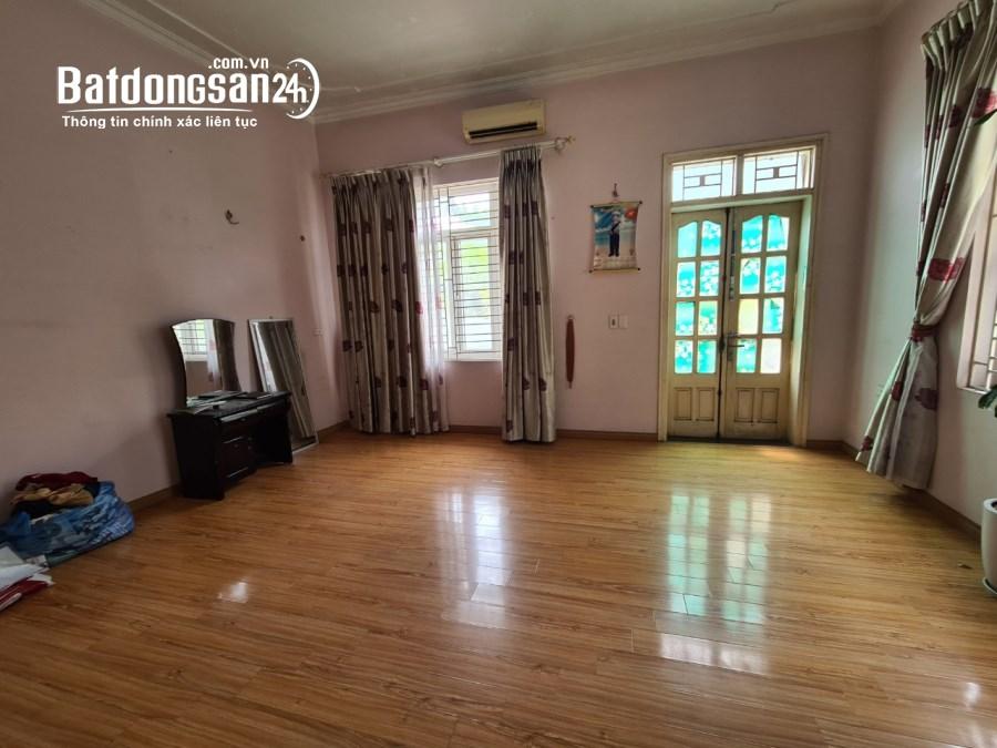 Cần cho thuê nhà riêng Bắc Từ Liêm: DT110m2, 4 tầng, có sân rộng trước nhà