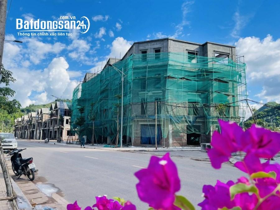 bán nhà xây sẵn 4 tầng đối diện công viên cây xanh tại Phường Chiềng An