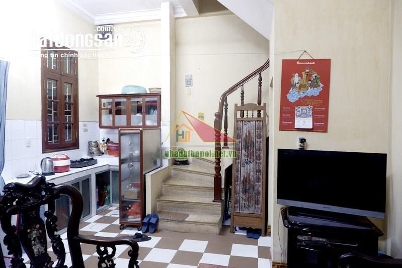 Cho thuê nhà phố Quán Thánh, Quận Ba Đình, Hà Nội -  gần ngã tư phố Nguyễn Biểu